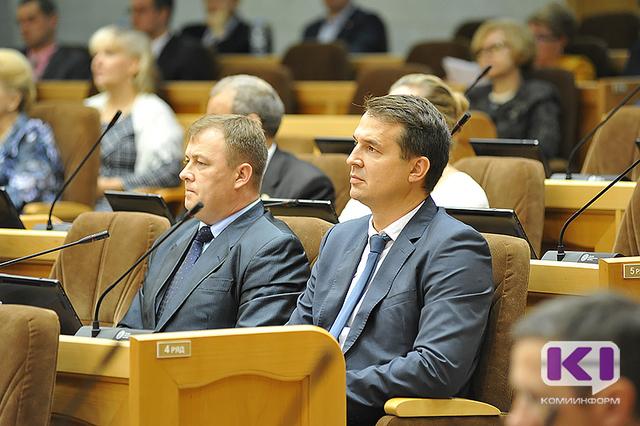 Вновь избранным парламентариям Коми вручили значки и удостоверения
