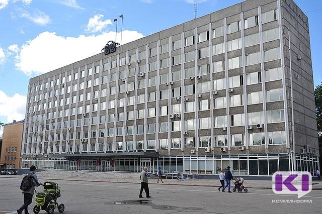 Вакантные места в Госсовете Коми займут Леонид Вокуев и Надежда Бажукова