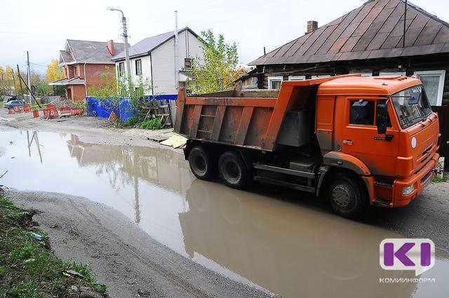 Жильцы частных и многоквартирных домов по улице Громова и Папанина пожаловались на строителей