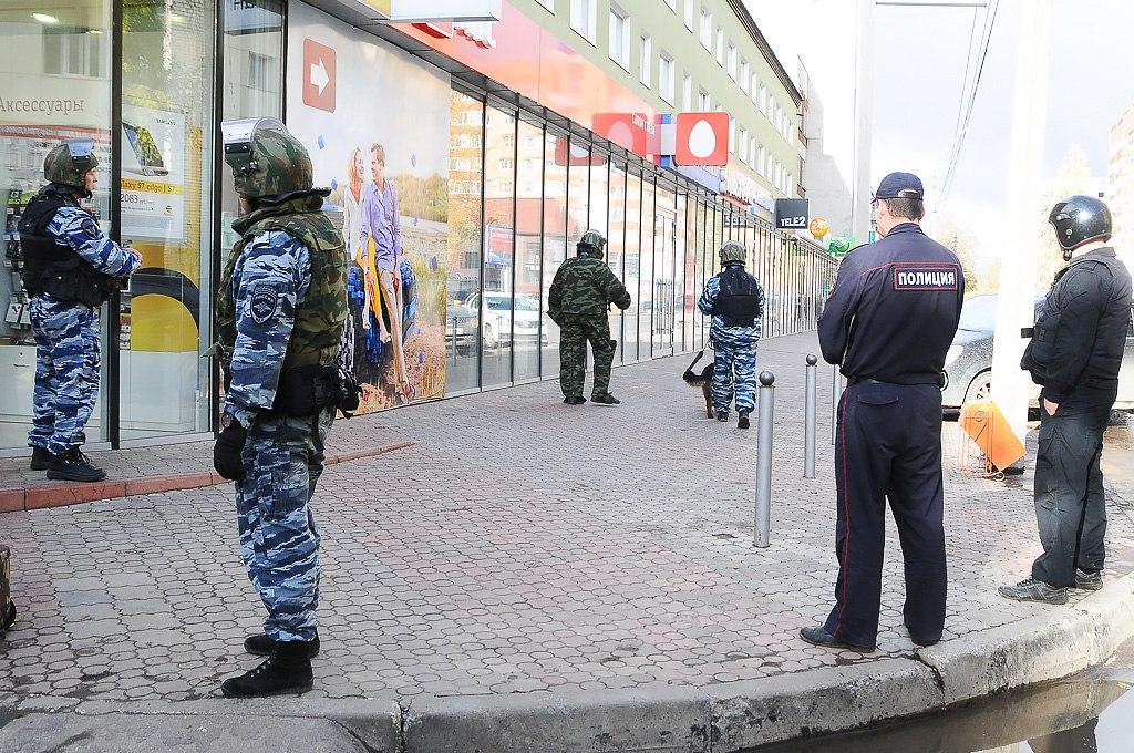 В Сыктывкаре в здании на улице Карла Маркса обнаружен подозрительный пакет