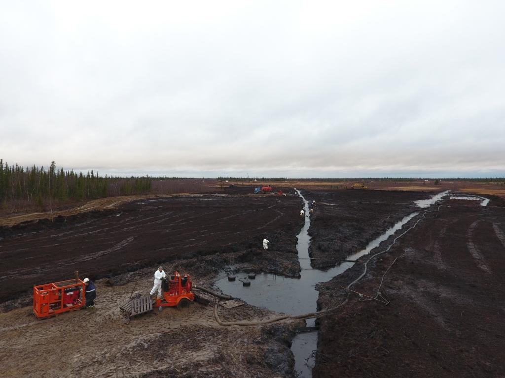 Работы по ликвидации нефтеразлива на Верхне-Возейском нефтяном месторождении подходят к завершающей стадии