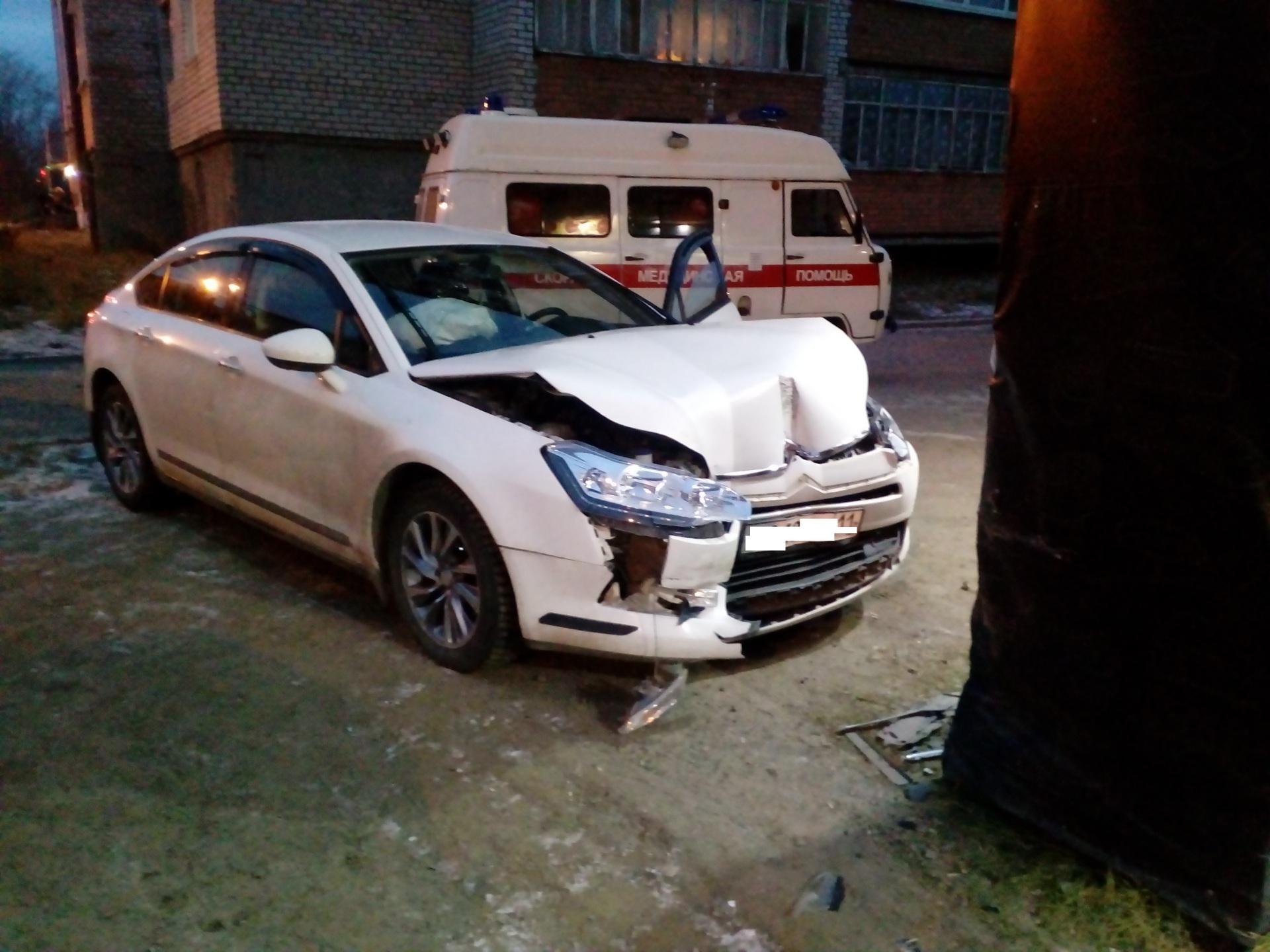 В Печоре водитель на Citroen потерял сознание и спровоцировал тройное ДТП
