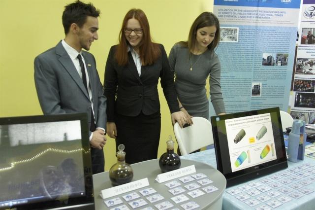 На открытии Фестиваля науки в Сыктывкаре можно было потрогать молнию