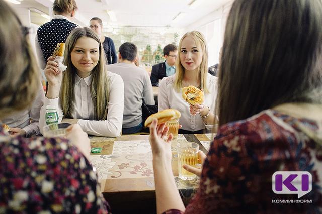 Многодетным семьям компенсируют оплату школьного питания в Усинске, Вуктыле, Княжпогостском и Сыктывдинском районах