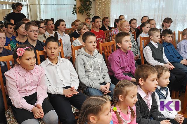 Сергей Гапликов предложил продлить до конца 2018 года пособие, выплачиваемое при усыновлении детей-сирот