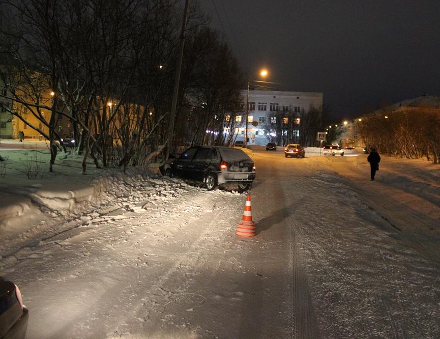 В Воркуте нетрезвый водитель на Фольксвагене сбил пешехода