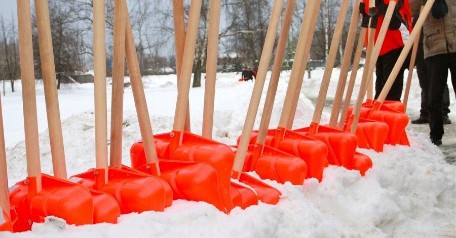 Поклонники русского хоккея могут присоединиться к акции по уборке снега на республиканском стадионе