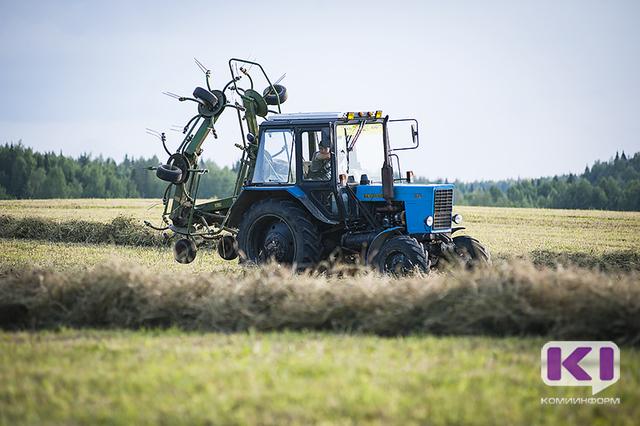 Россиянам, имеющим в  хозяйстве сельхозтехнику или скот, предлагают не выплачивать соцпособия