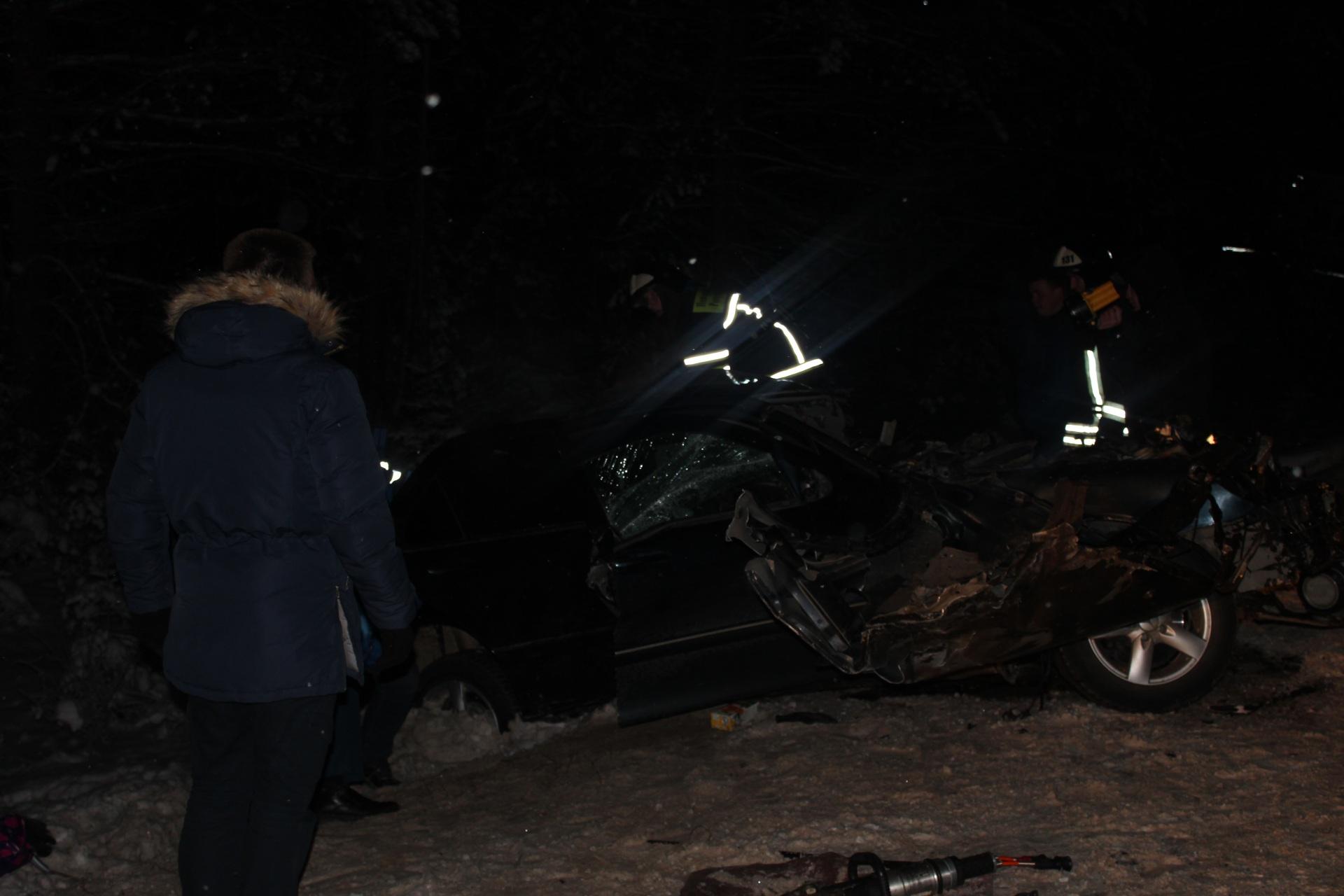 ВКоми лишенный прав шофёр устроил ДТП с 2-мя погибшими