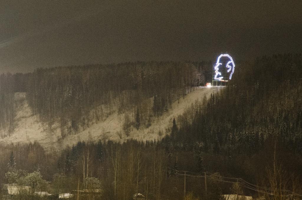 В Ухте прокуратура добилась возбуждения уголовного дела по факту хищения осветительного оборудования с головы Ленина