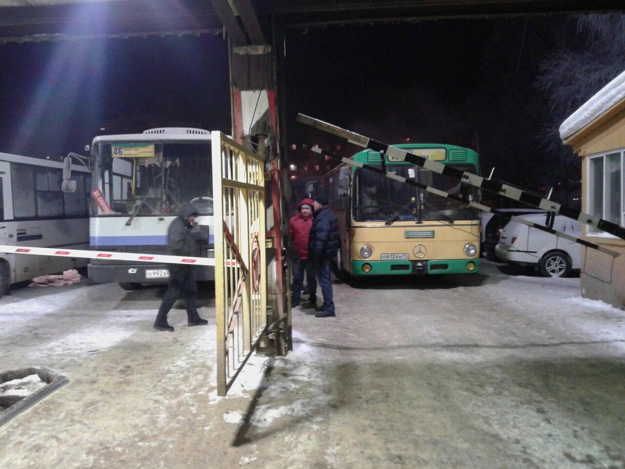 У сыктывкарского АТП скопилось несколько десятков автобусов