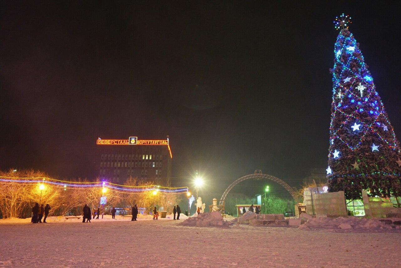 В Воркуте вандалы разрушают фигуры новогоднего городка