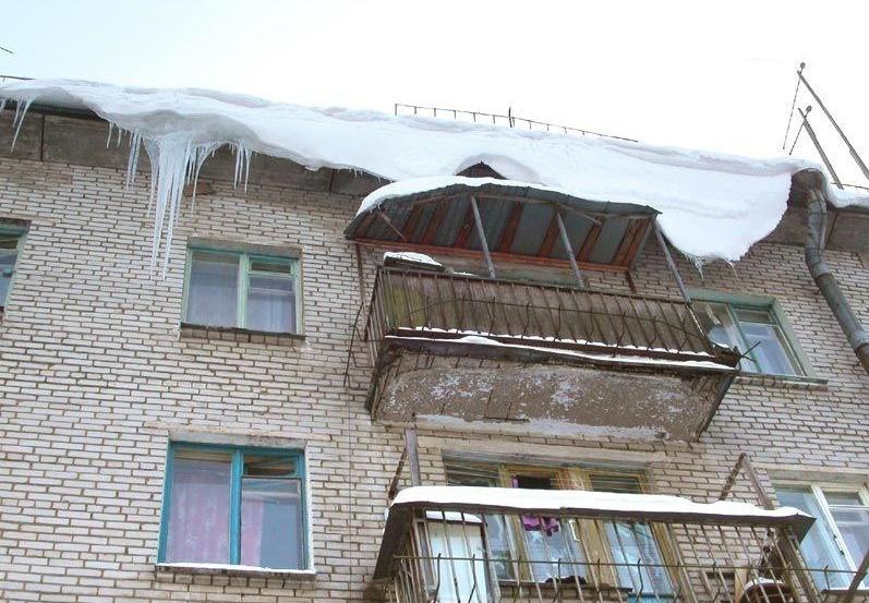 Под окнами дома в Сыктывкаре прохожие обнаружили юношу