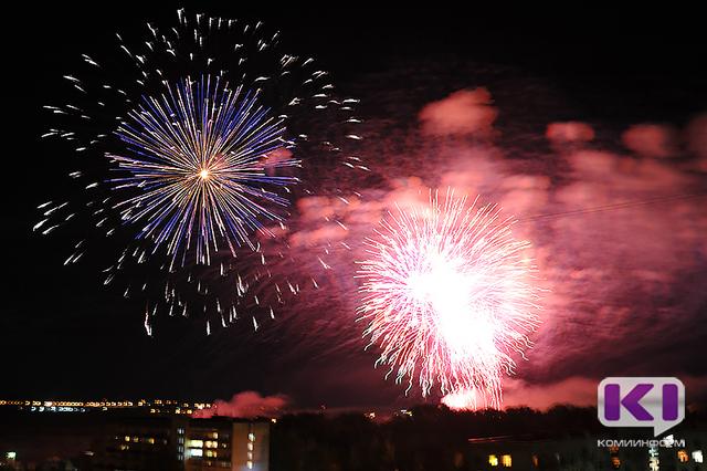 Красные пальмы и голубые пионы увидят сыктывкарцы в новогоднем небе