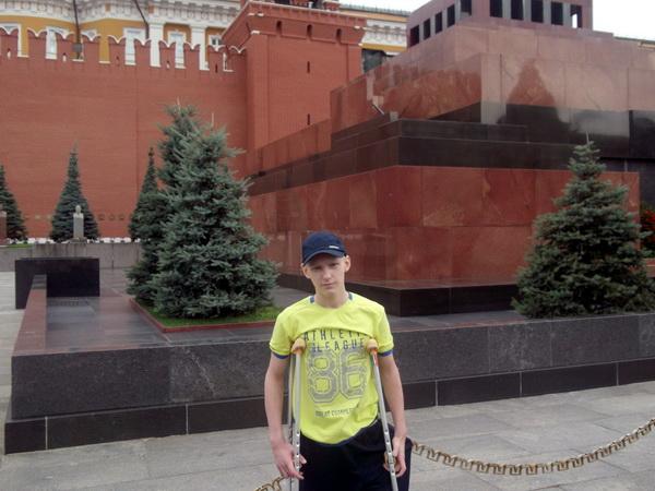 Врачи поставили на ноги страдавшего саркомой бедра 15-летнего Родиона Небылицу