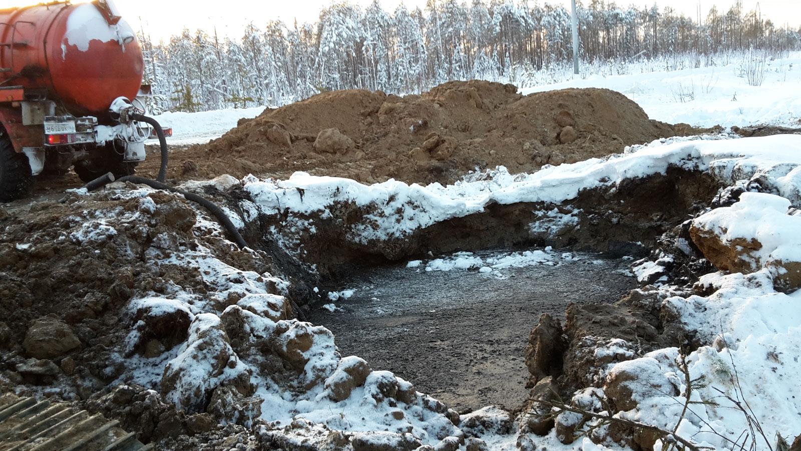 Утечка нефти в результате порывов нефтепровода в Печорском районе локализована