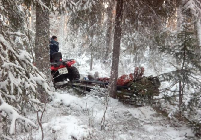 Вахтовика из Вуктыла с высокой температурой к врачам доставили спасатели