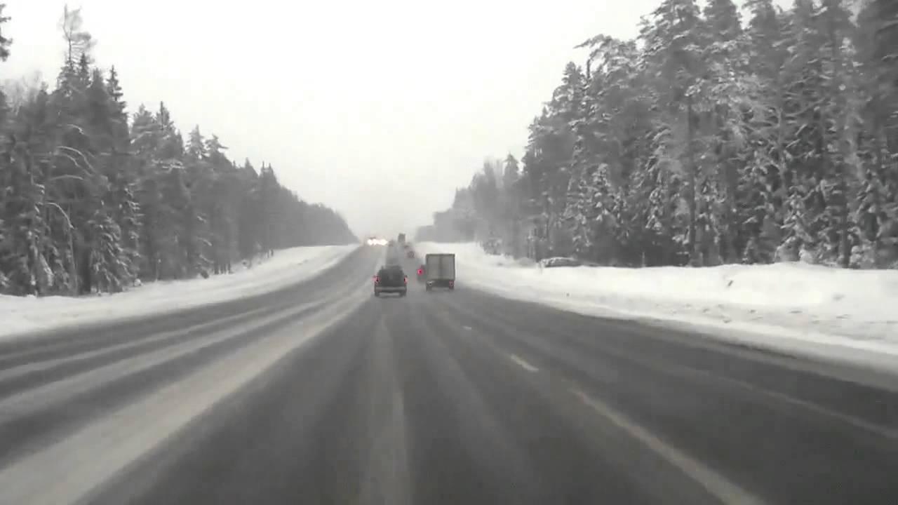 На трассе Сыктывкар-Ухта едва не замерзли перевозчики продуктов