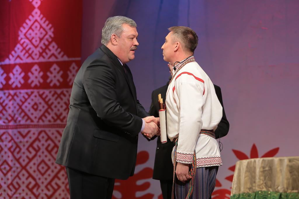 Сергей Гапликов поздравил коллектив Национального музыкально-драматического театра  Коми с 25-летием