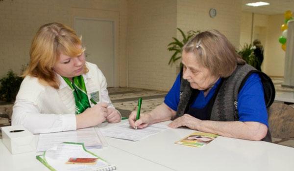 В Сыктывкаре сотрудница банка не дала мошенникам нажиться за счет доверчивой пенсионерки