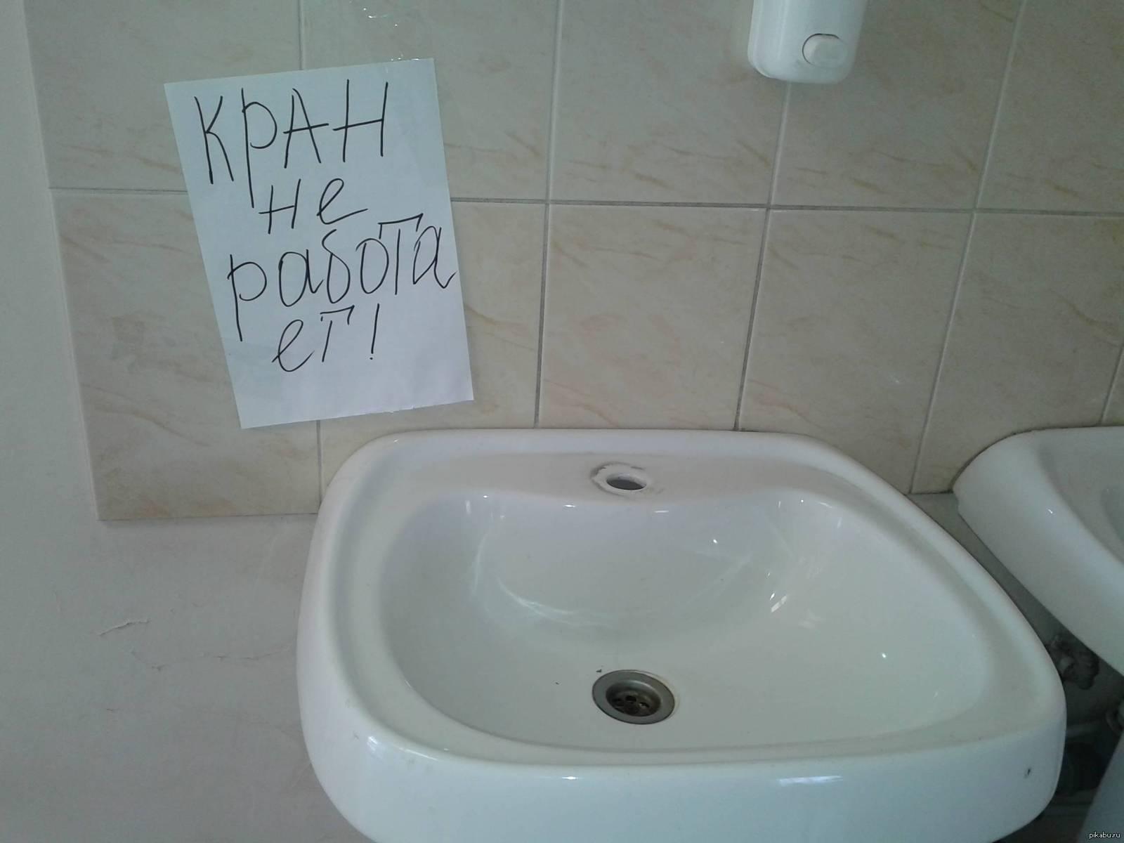 Жители Сыктывкара пожаловались на дебошира-сантехника, который отказался прочищать канализацию без доплаты и требовал демонтировать душевую кабину