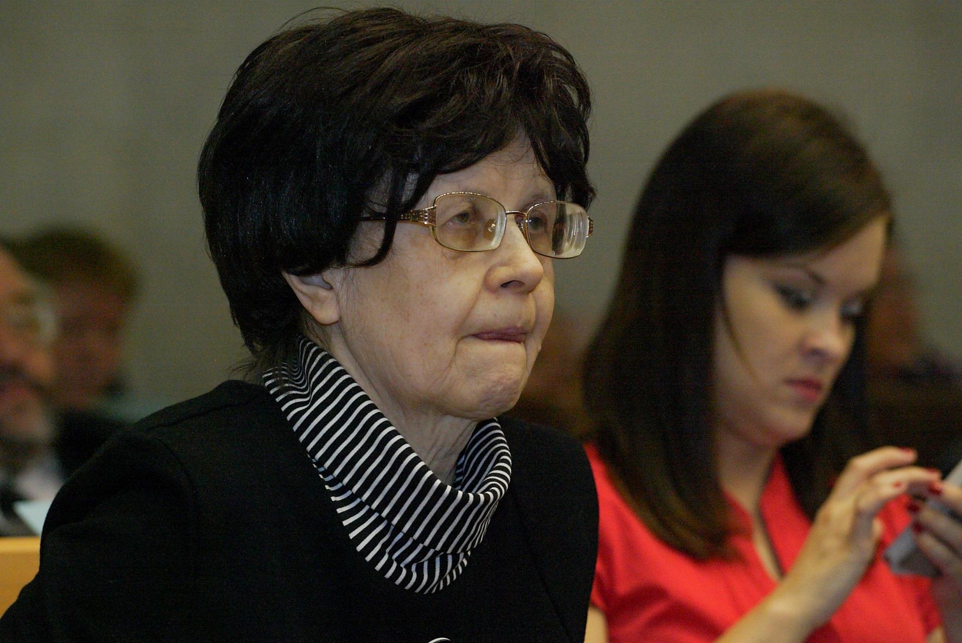 13---kandidat-nauk-Beznosikova-L.M.-rukovoditel-gruppy-issledovatelei-po-sozdaniyu-slovarei.JPG