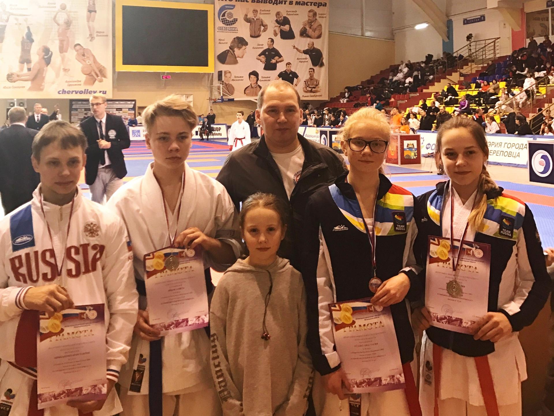 Schinkarenko2C-Lyadov2C-Lyadova2C-Rudko2C-Schergina-s-trenerom-Dvorezkim-A..JPG