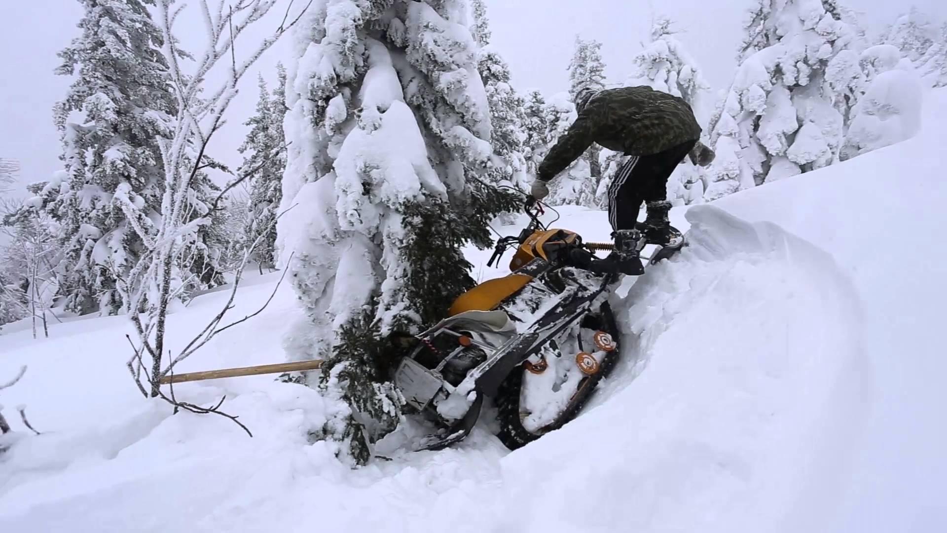 Водитель снегохода застрял в снежных заносах под Сосногорском - понадобилась помощь спасателей