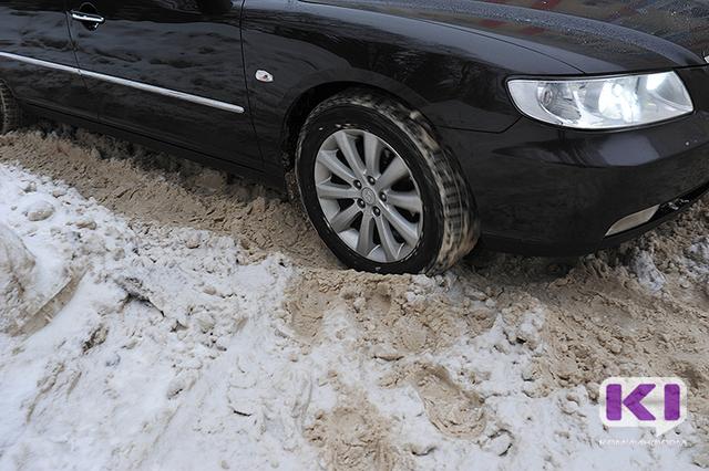 Спасатели на трассе Ухта-Троицко-Печорск эвакуировали из автомобиля троих детей