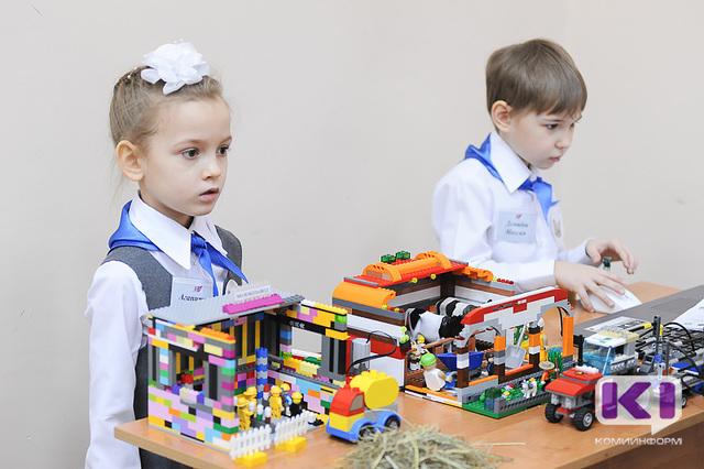 В Сыктывкарском гуманитарно-педагогическом колледже дошкольники конструировали автоматизированные агропромышленные комплексы