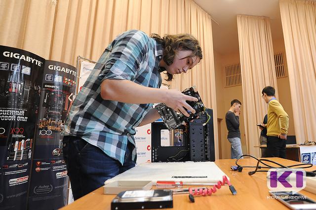 В Сыктывкарском гуманитарно-педагогическом колледже прошел чемпионат по сборке компьютеров