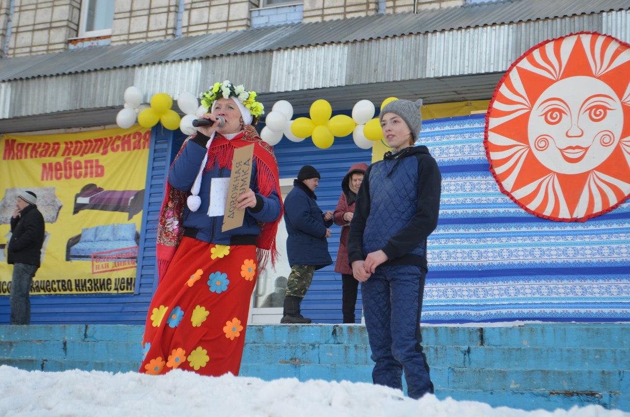 В Койгородке на проводах зимы восьмиметровый столб покорила семиклассница Лия Чугунова