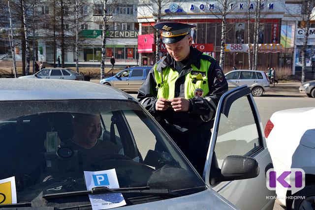 В Сыктывкаре охотятся за неправильно припаркованными авто