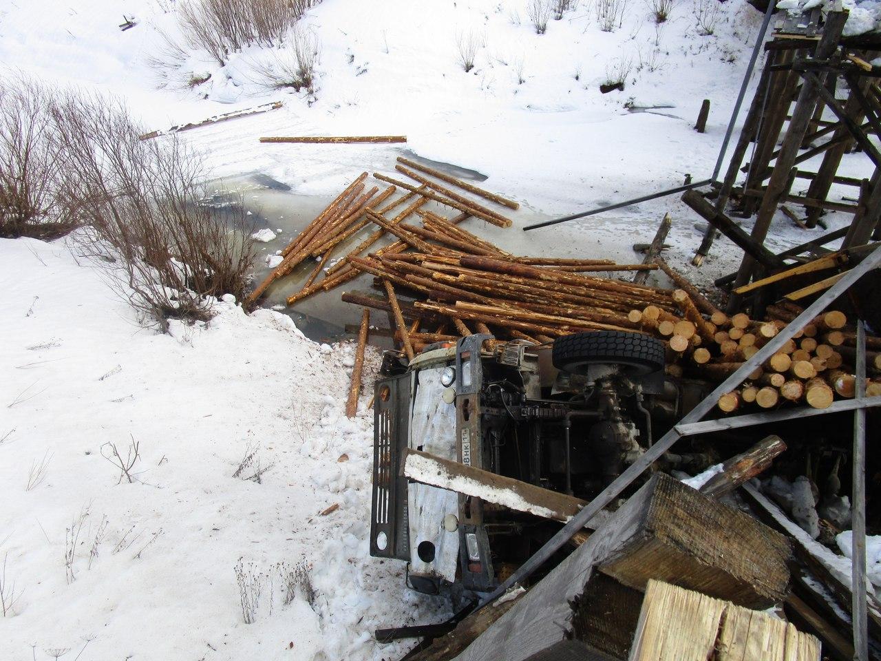 Глава Коми поручил принять срочные меры для ликвидации последствий аварии на автомобильном мосту в Прилузье