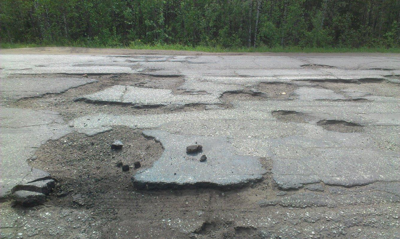 Медведев поручил Минтрансу сотрудничать с ОНФ по выявлению участков дорог для ремонта за счет средств системы