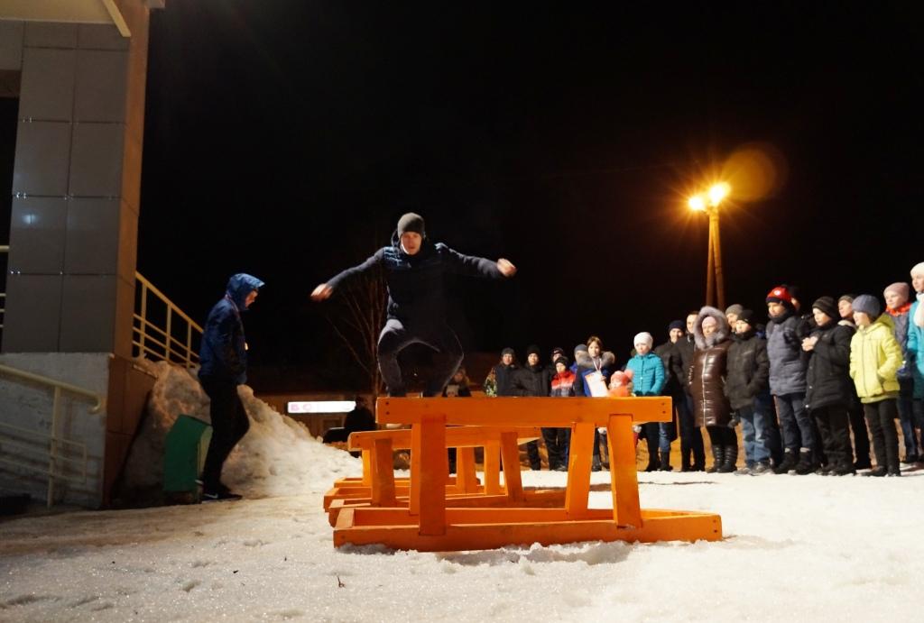 Новый рекорд Республики Коми по прыжкам через нарты - 601 раз