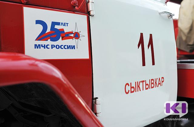 К сыктывкарской мэрии съехались пожарные машины