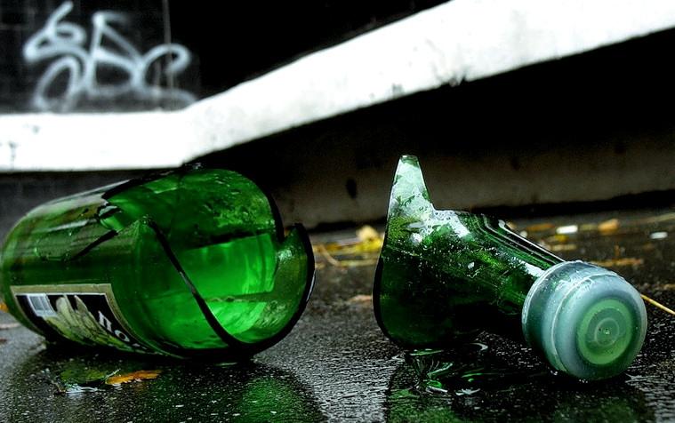 В Усинске третьекласснице порезали лицо разбитой бутылкой от шампанского