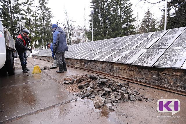 В Сыктывкаре приступили к ремонту мемориала