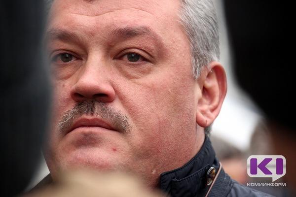 Тысячи жителей столицы Коми почтили память погибших в Санкт-Петербурге