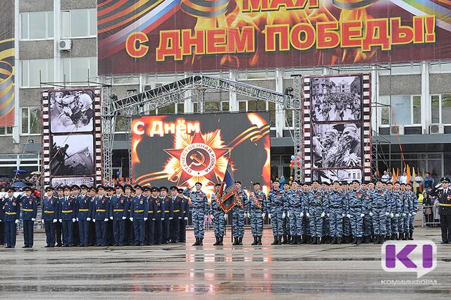 Легендарные песни Победы споют в Сыктывкаре тысячи голосов