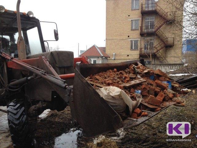 В Сыктывкаре обрушилась кирпичная перегородка в жилом деревянном доме