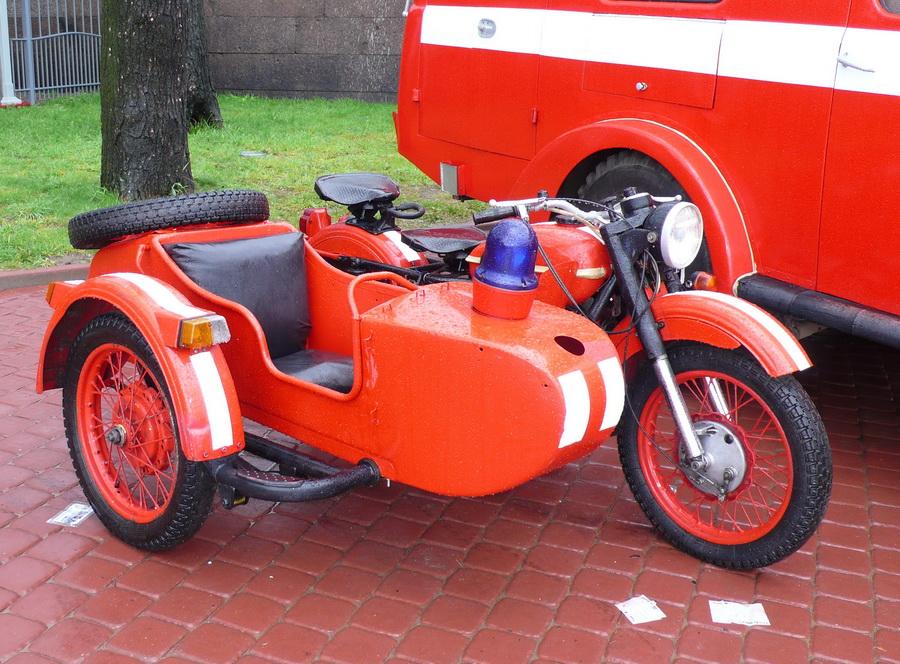 Сыктывкарские огнеборцы восстановили ретро-мотоцикл пожарного