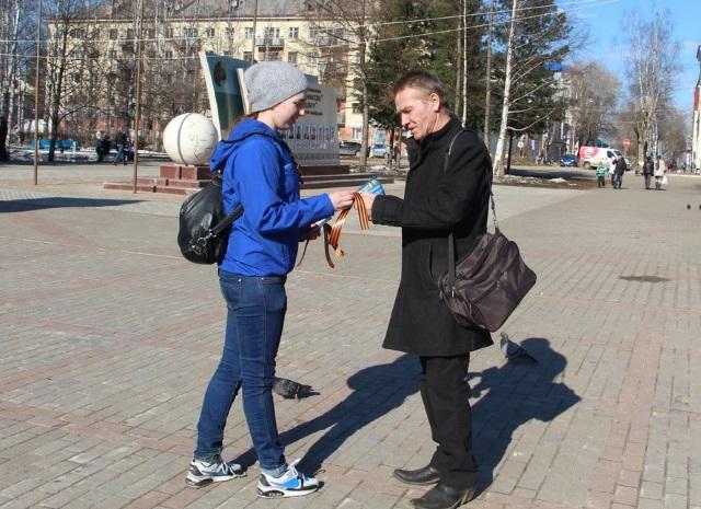 Волонтеры Победы Коми продолжают бесплатно раздавать Георгиевские ленточки
