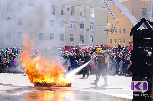 На Стефановской площади Сыктывкара тушили пожар