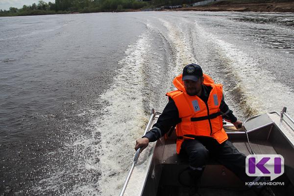 Жители Ухты в честь 9 мая переплыли реку