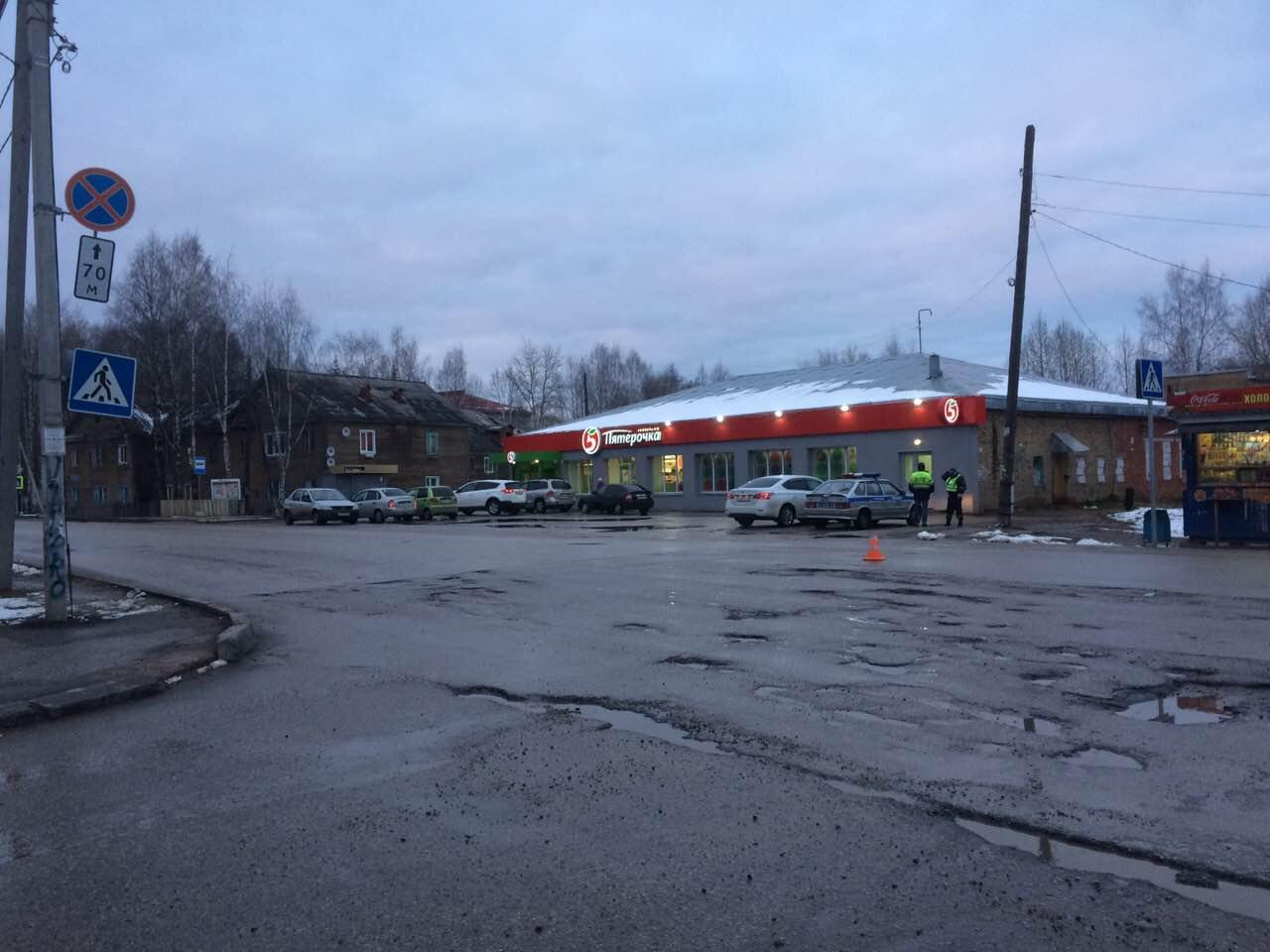 В Сыктывкаре под колеса иномарки попала 10-летняя девочка