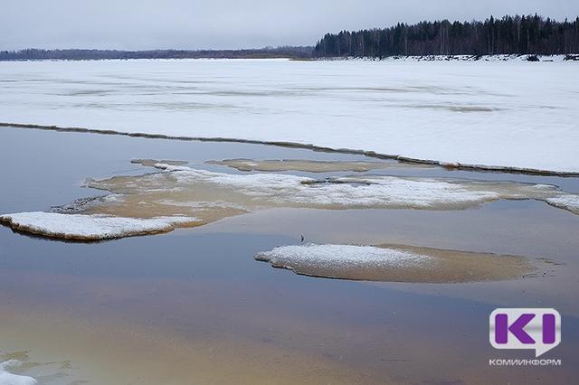 Тело утонувшего в Усть-Цильме охотника могло унести за километры от полыньи