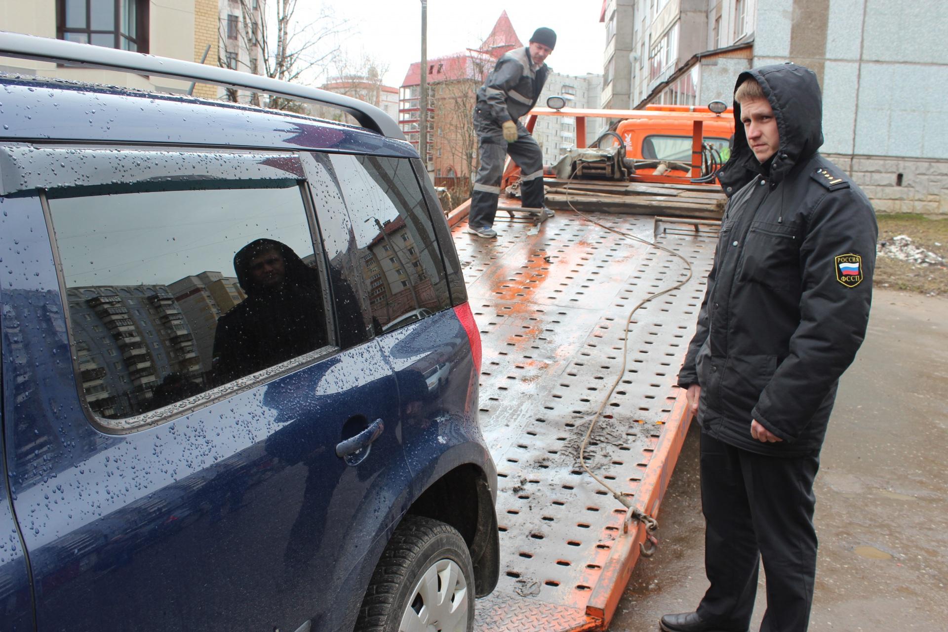 Приставы Сыктывкара эвакуировали автомобиль должницы