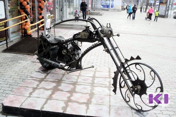 Мотоцикл-дракон украсил главную улицу Сыктывкара